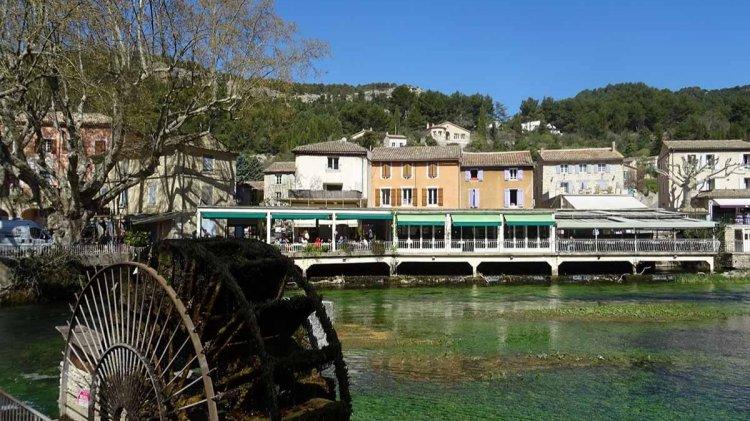 Fontaine-de-Vaucluse, le village qui donna son nom au département